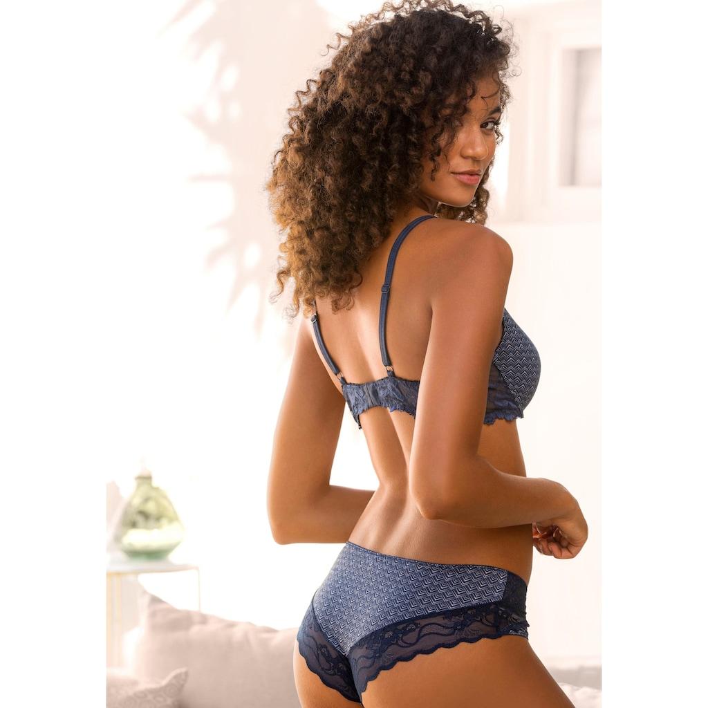 LASCANA Panty, mit feiner Spitze