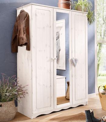 weißer Garderobenschrank im Landhausstil