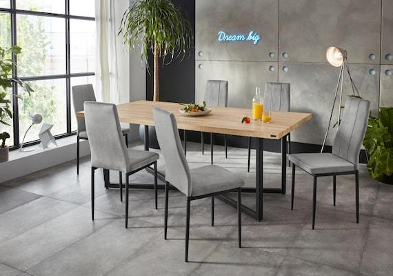 Esszimmerstühle mit grauer Polsterung