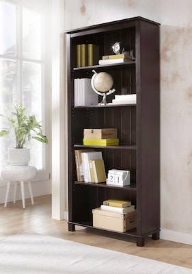 dunkelbraunes Bücherregal aus Holz