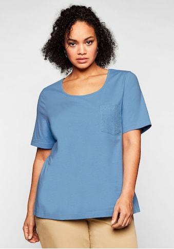 Sheego T-Shirt, mit Brusttasche und Lochstickerei-Detail kaufen