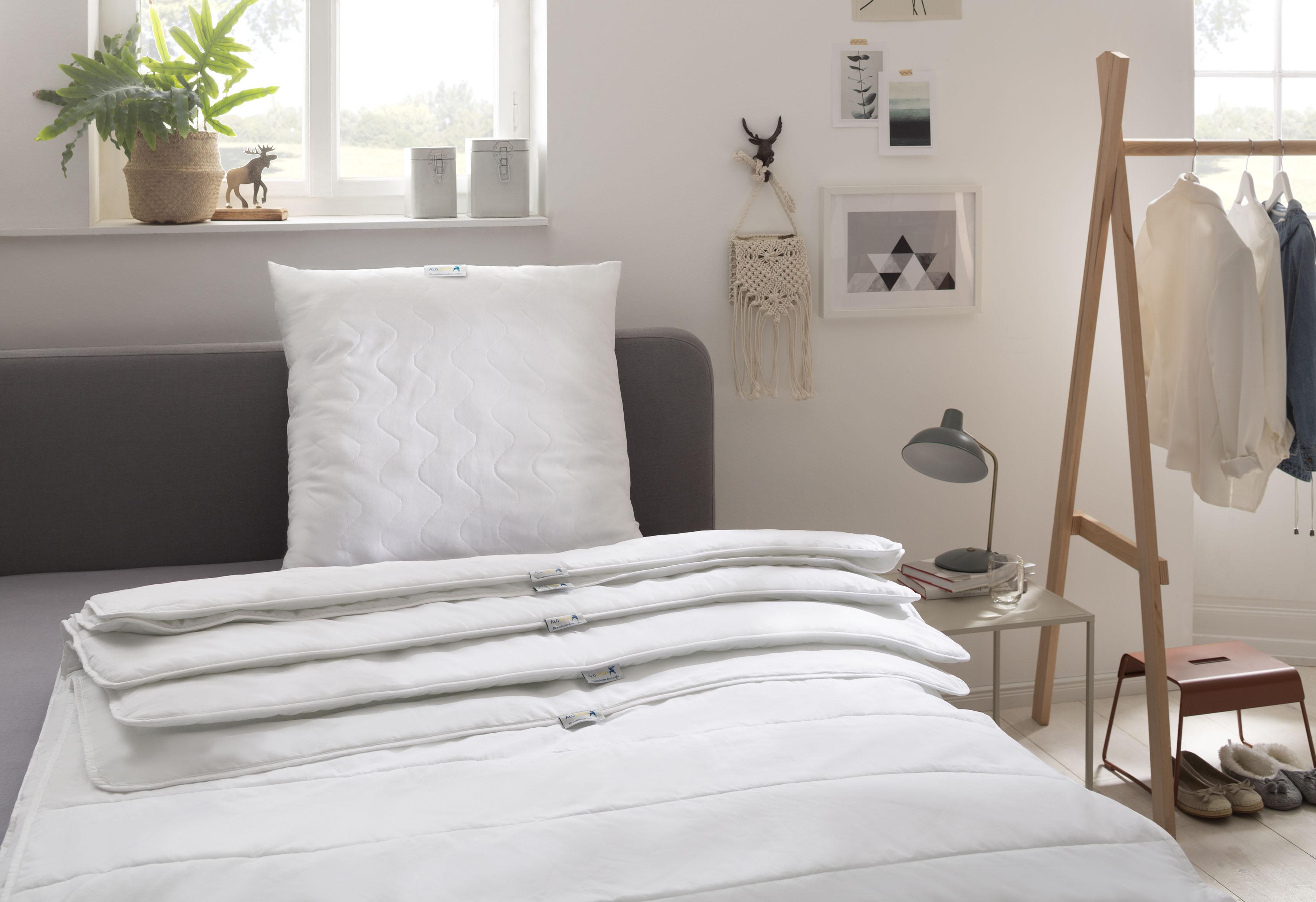 Image of Älgdröm Kunstfaserbettdecke »Femund«, warm, Füllung 50% Tencel™, 50% Polyester, Bezug 52% Polyester, 48% Baumwolle, (1 St.), sehr gute Klimaeigenschaften durch Lyocell Tencel™-Füllung
