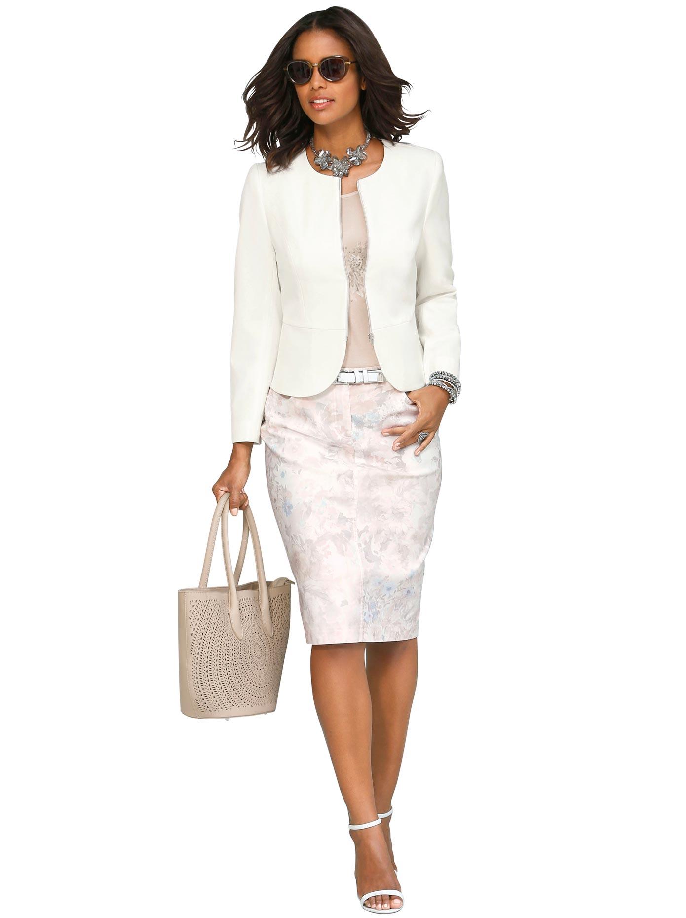 Image of Alessa W. Blazer in femininer Passform